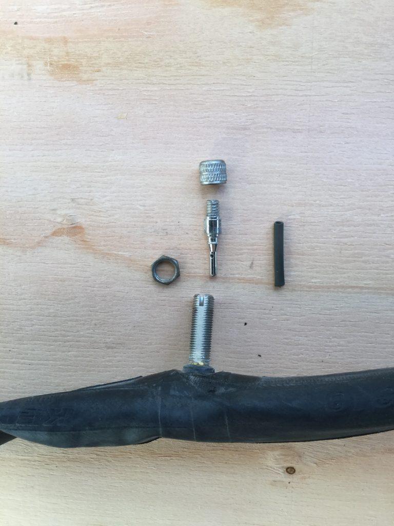 自転車の空気を入れるバルブはこのようなパーツで構成されています。
